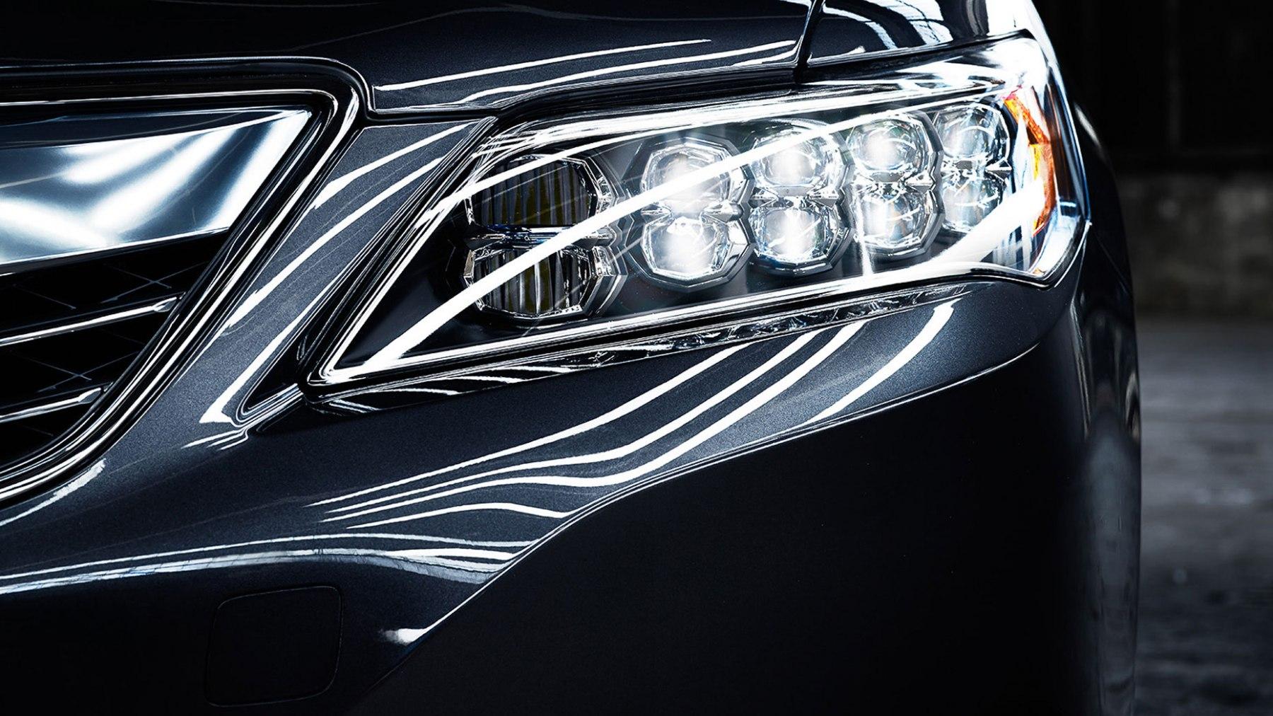 R_14RLX_Adv_Hanger-Beauty_Graphite_Headlight_Detail_w1g